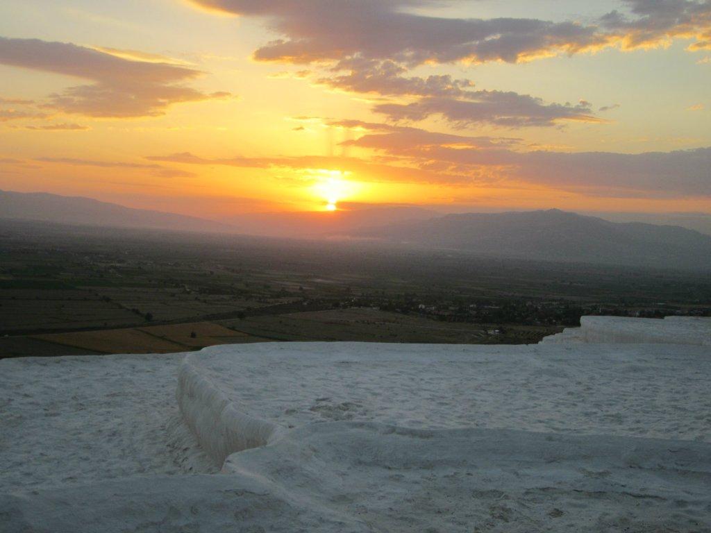 Sunset by Cotton travertine
